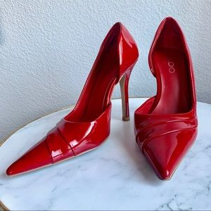 Pointed True Red Pumps